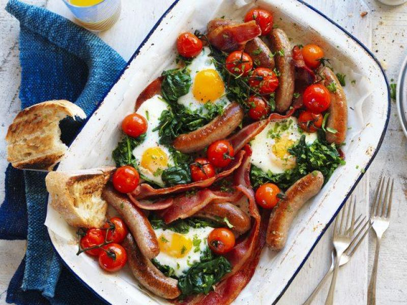 Chipolata, Bacon, Egg & Tomato Tray Bake